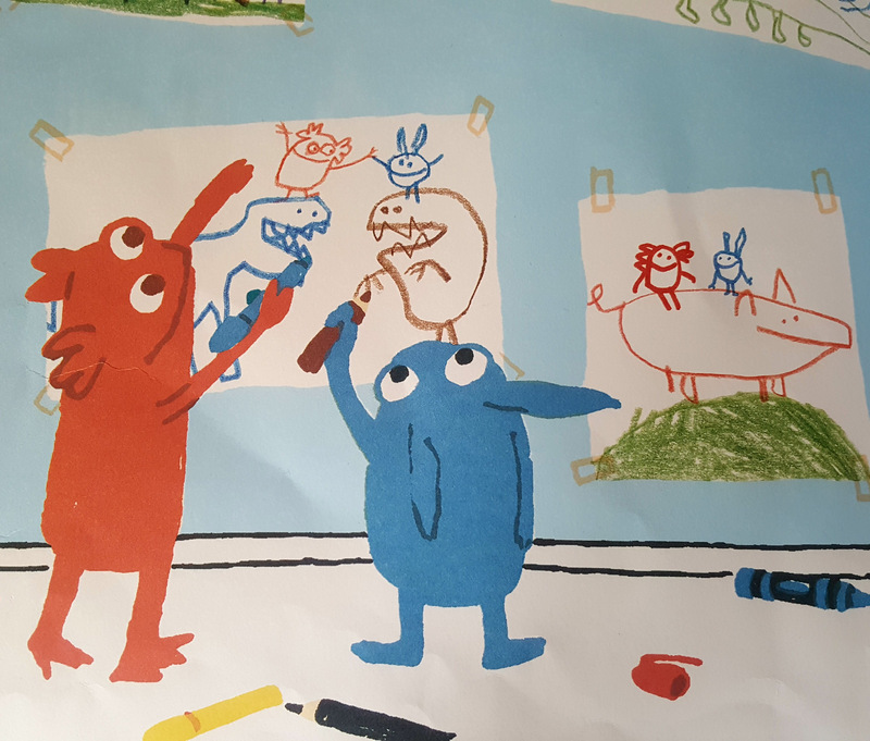 Die beiden Geschwistermonster Natalie und Alfonso malen gemeinsam ein Bild.